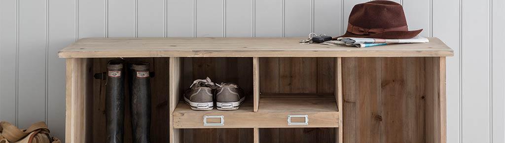 Schuhbank und Stiefelablage